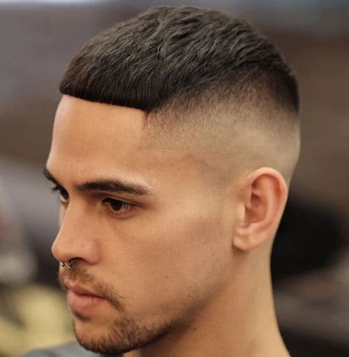 35 new hairstyles for men in 2018 27 skin fade with solid fringe winobraniefo Gallery