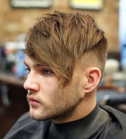 Rambut Shaggy Panjang di Depan dengan Potongan Rambut Undercut