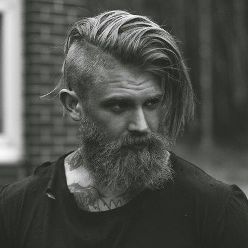 Man Bun avec Full Beard
