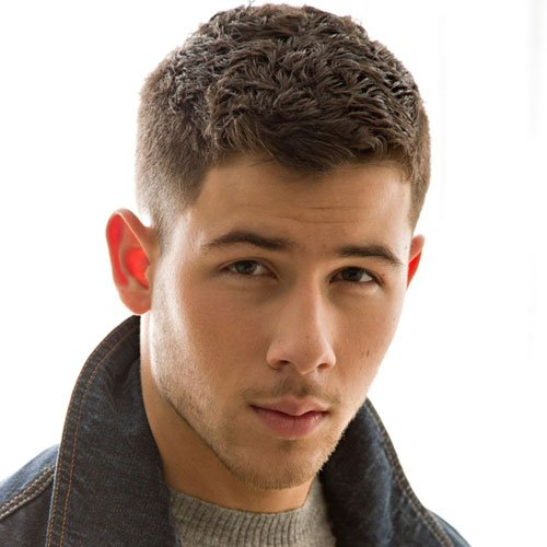 Nick Jonas Haarschnitt - Low Fade + Cropped Top