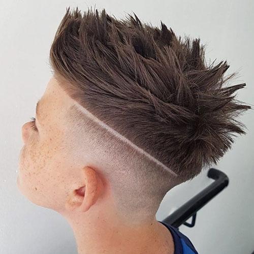 Haut-Fade - + Teil + Stacheligen Haaren