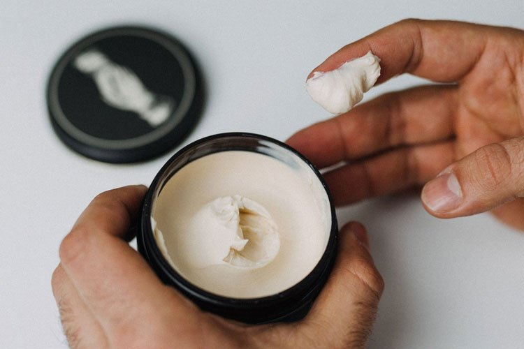 How To Apply Pomade